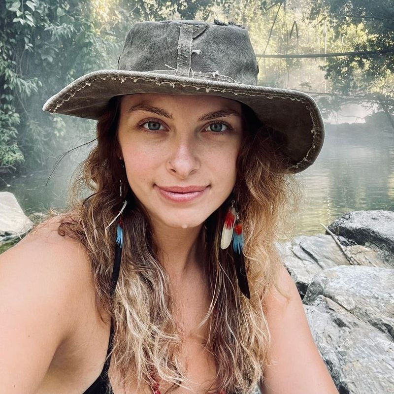 Arielle Mesa, LCSW, RYT is a practitioner on Psychedelic.Support